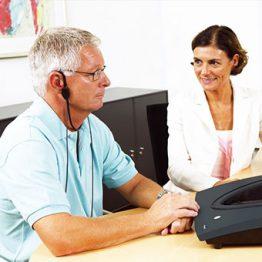 علل و تشخیص کم شنوایی در نوزادان